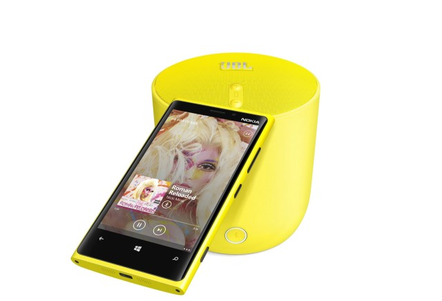 1-jbl-playup-portable-wireless-speaker-for-nokia-with-nokia-lumia-920