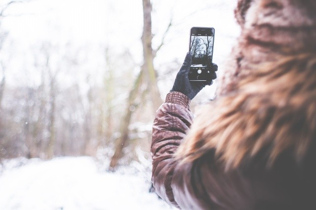 girl-shooting-with-her-iphone-6-in-winter-picjumbo-com